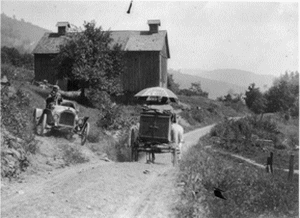 Buick Roadster waits for horse drawn wagon to pass, near Liberty New York, 1912 - photo Library of Congress
