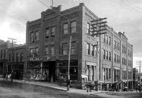 Fairley Brothers and Lampman Building in 1900