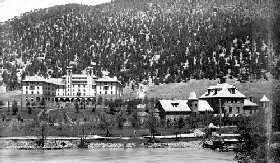 Hotel Colorado and Spa around 1900.