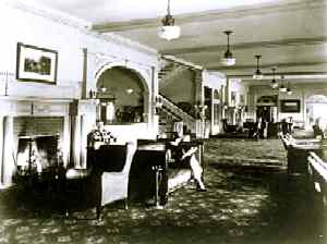 StanleyHotelLobby-1920-EParkMuseum.jpg (247x186 -- 10044 bytes)