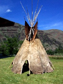 external image Buffalo%20Hide%20Tipi%20at%20Nez%20Perce%20National%20Park-275.jpg