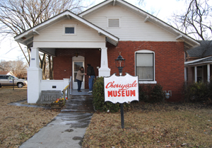 Dave meets the curator at the Cherryvale, Kansas Museum