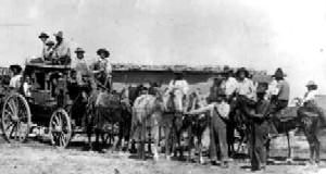 Stagecoach-1925-DenverPublicLibrary.jpg (383x205 -- 12290 bytes)