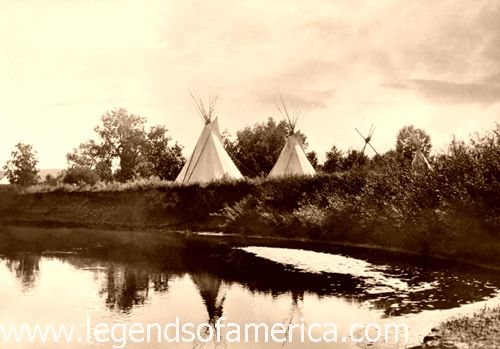 http://www.legendsofamerica.com/photos-nativeamerican/BlackfootTipis1913-500.jpg