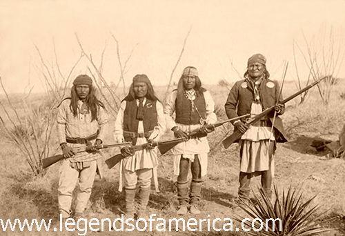 Geronimo et quelques uns de ses hommes en 1886