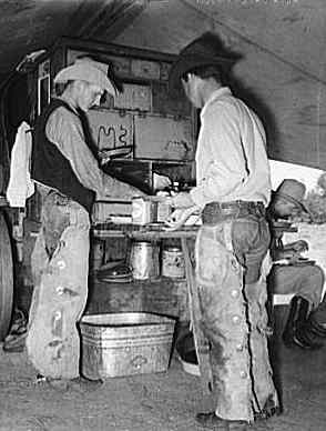 chuckwagon-cowboys.jpg (254x336 -- 16169 bytes)