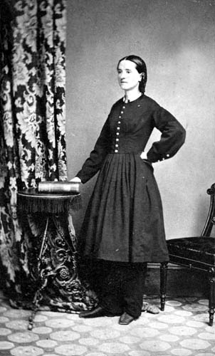 mary edwards walker Dr mary e walker was a physician working for the union army as a nurse and spy while she waited for an official commission as a surgeon.