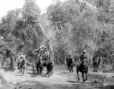 StagecoachRobbery-1902-DenverPublicLibrary.jpg (273x214 -- 16157 bytes)