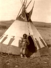 Blackfoot Piegan childs lodge, by Edward S. Curtis, 1910