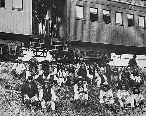 Geronimo and Apache prisoners on way to Florida