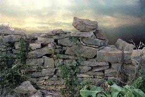 Stone wall, Levasy, Missouri