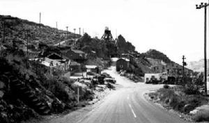 Route 66 passes the Gold Road Mine in 1940.