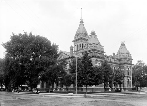 Pontiac IL courthouse, turn of the century, Detroit Publishing Co