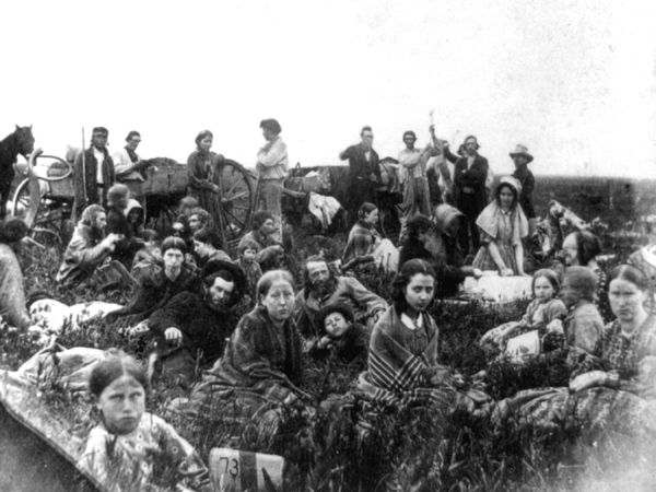 People escaping from the Indian massacre of 1862 in Minnesota