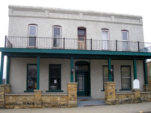 The Commercial Hotel, built in 1867, once housed members  of the infamous James-Younger Gang.
