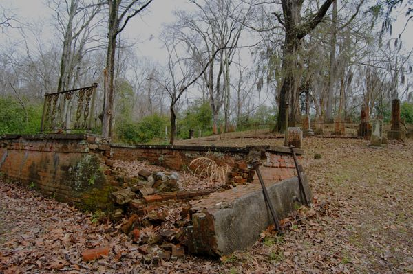 The old Grand Gulf Cemetery