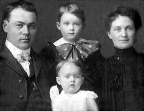 Josiah Moore family about 1904, before the two younger boys were born.