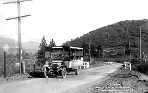Motor Bus on Pacific Highway between Ashland and Medford, 1915. Photo courtesy of the Talent, OR Historical Society