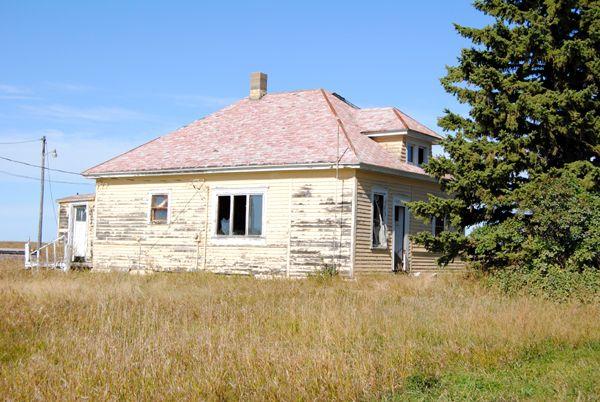 Arena, North Dakota Yellow house