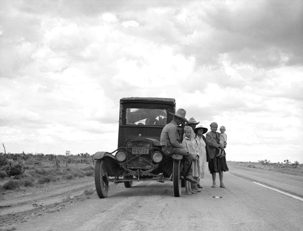 Automobile travelers in New Mexico during the Great Depression
