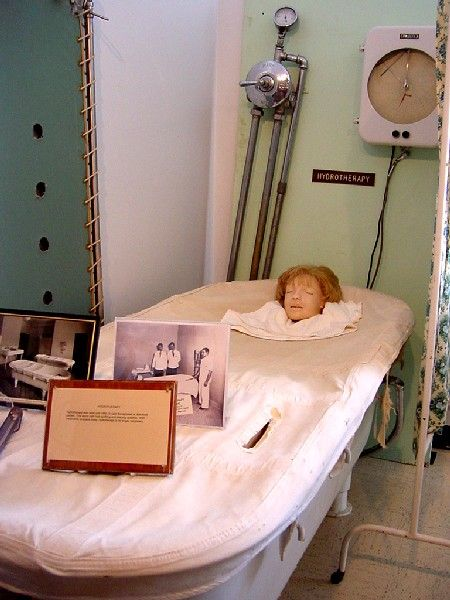 A display of hydrotherapy at the Glore Psychiatric Museum, April 2005, Kathy Weiser.