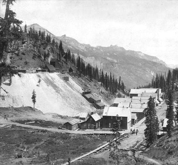 Red Mountain Town, Colorado below the National Belle Mine. Photo courtesy Denver Public Library.