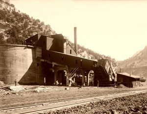 Standardville Tipple and Coal Storage by William Shipler, 1916