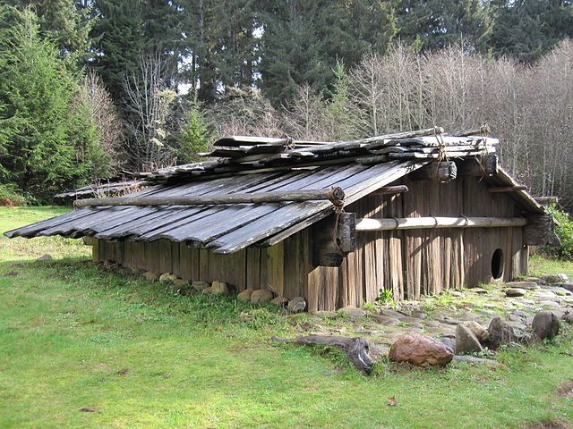 A Yurok winter dwelling. Shasta residencies were largely the same in design. Photo courtesy Wikipedia.