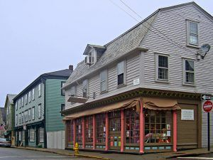 Colonial-era buildings along Spring Street in the Newport, Rhode Island historic district. Image by Daniel Case, Wikipedia