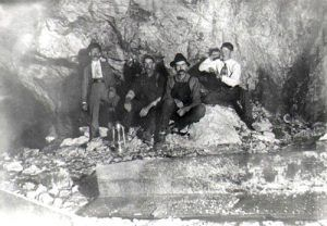 Ruggles Mine employees in 1911.