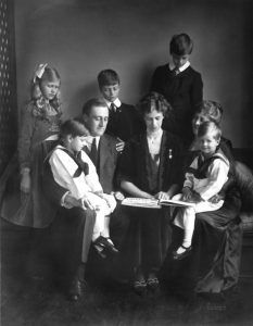Franklin Roosevelt with his family in 1919.