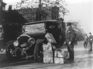 Bootlegger's car captured, 1922