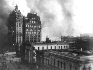 The Call Building on fire following the earthquake in 1906.