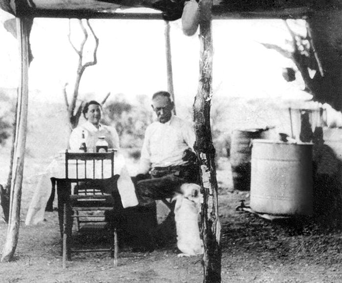 Wyatt and Josephine Earp near their mining claim outside Vidal, California, 1906.