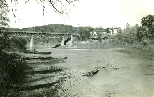 Meramec River Bridge and Steiny's Inn during Route 66 heydays