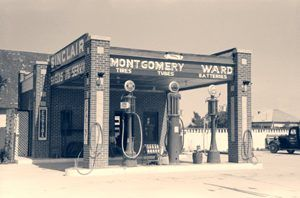 Service Station in Dalhart, Texas by Russell Lee, 1939.