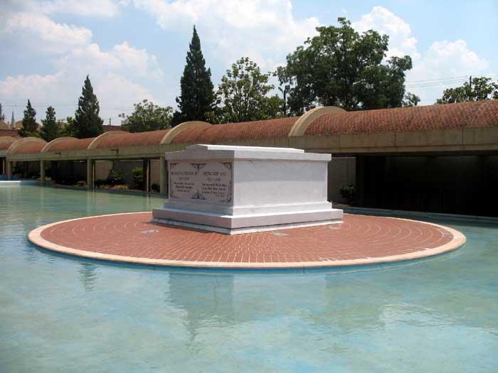 Tomb of Martin Luther King and Coretta Scott King at the Martin Luther King Jr. National Historic Site in Atlanta, Georgia courtesy Wikipedia.