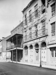 Dufilho Pharmacy bu Frances Benjamin Johnston, about 1935