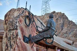 Bronze sculpture of Hoover Dam worker. Photo by Carol Highsmith.