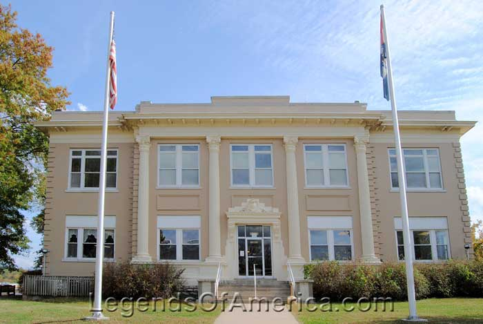 St Clair County Courthouse in Osceola, MO.